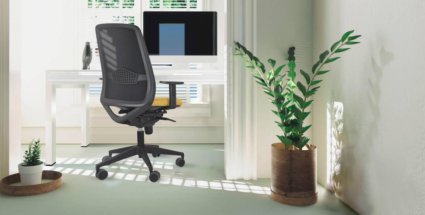 La serie PEPER se presenta como una silla capaz de encajar en diferentes espacios de oficina y contract con asiento tapizado y respaldo de malla transpirable, una silla cómoda y funcional, ergonómicamente diseñada para puestos de trabajo incluidos aquellos que requieran un uso continuo de pantallas de visualización