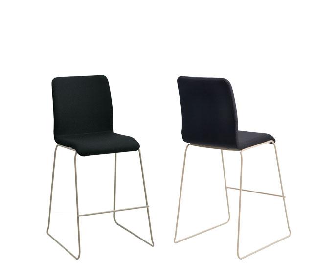 La serie WING presenta una colección de sillas para uso polivalente que incluye silla alta o taburete para cualquier uso informal en oficinas, contract, home.