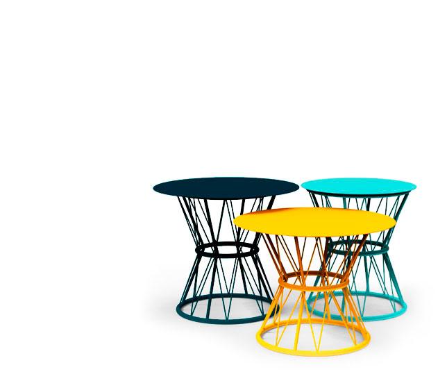 Mesa Atenea una pieza única para complementar cualquier espacio. La colección Atenea presenta mesas auxiliares metálicas en atractivos colores para usar de forma conjunta o individual.