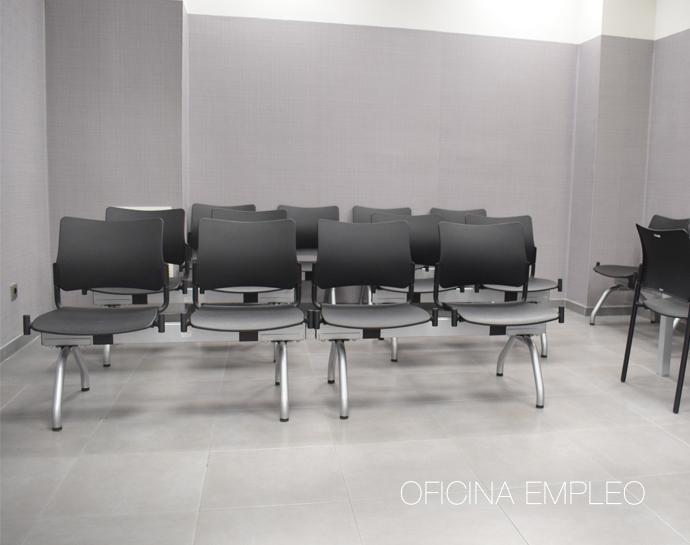 Instalaci n de sillas en la oficina de empleo de madrid for Oficina de empleo azca madrid